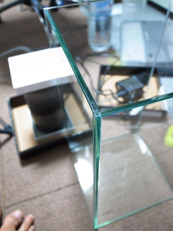 GEXグラステリアを使った小型ビバリウム作成。滝を再現するビバリウムを考えつつ、小型水槽の制限に悩んだ結果。