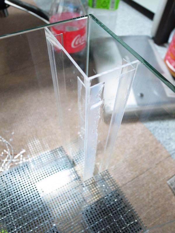 小型ビバリウム作成。初めてのアクリル板でポンプ用のコーナーボックスを作る。